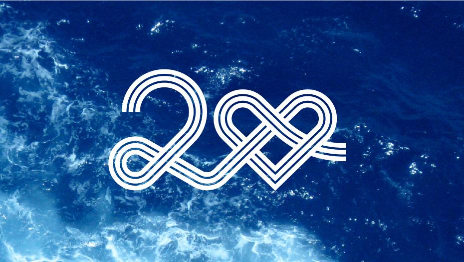 GNV anniversary logo bianco su immagine del mare